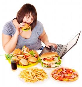 Woman-eating-junk-food
