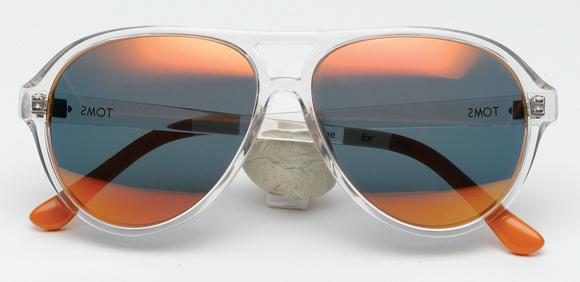 Η πρώτη λωρίδα αντιπροσωπεύει τον αγοραστή των γυαλιών. Η λωρίδα στις άκρες  αντιπροσωπεύει το άτομο του οποίου θα βοηθηθεί η όραση και η μεσαία λωρίδα  ... ba75653eb4b