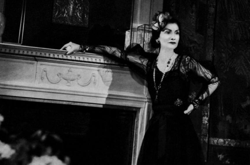 «Η Coco Chanel φωτογραφίζεται για το Harper's Bazaar από τον François Kollar.», 1937
