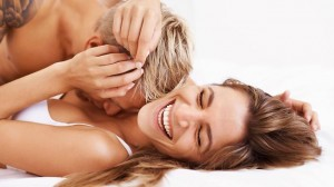 399009-happy-couple-in-bed