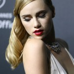 suki-waterhouse_492319619_article_gallery_portrait