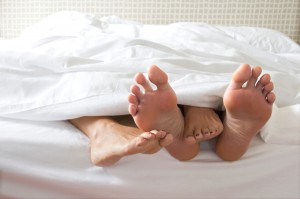 couple-sex-feet-in-bed