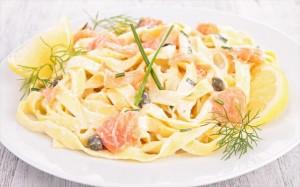 solomos-makaronia-salmon-pasta