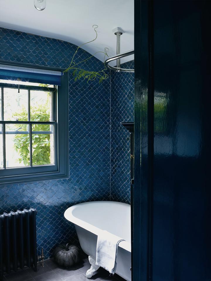 79ideas-old-bathroom-moroccan-tiles-victorian-tub