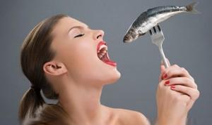 woman eat fish
