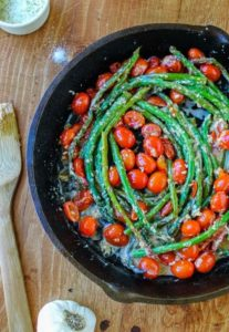Salad with cherry tomatoes and asparagus