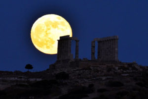 GREECE-SUPERMOON-FEATURE