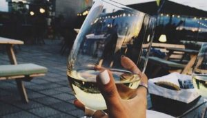 woman-drinking-white-wine