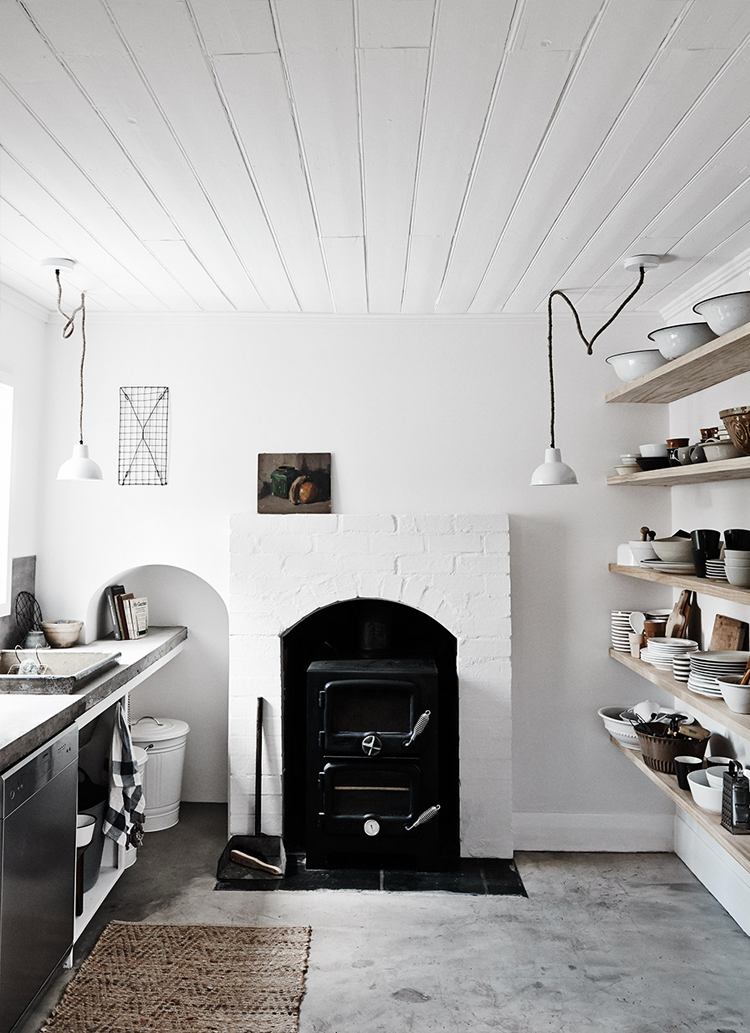 79ideas_cozy_kitchen_open_shelves