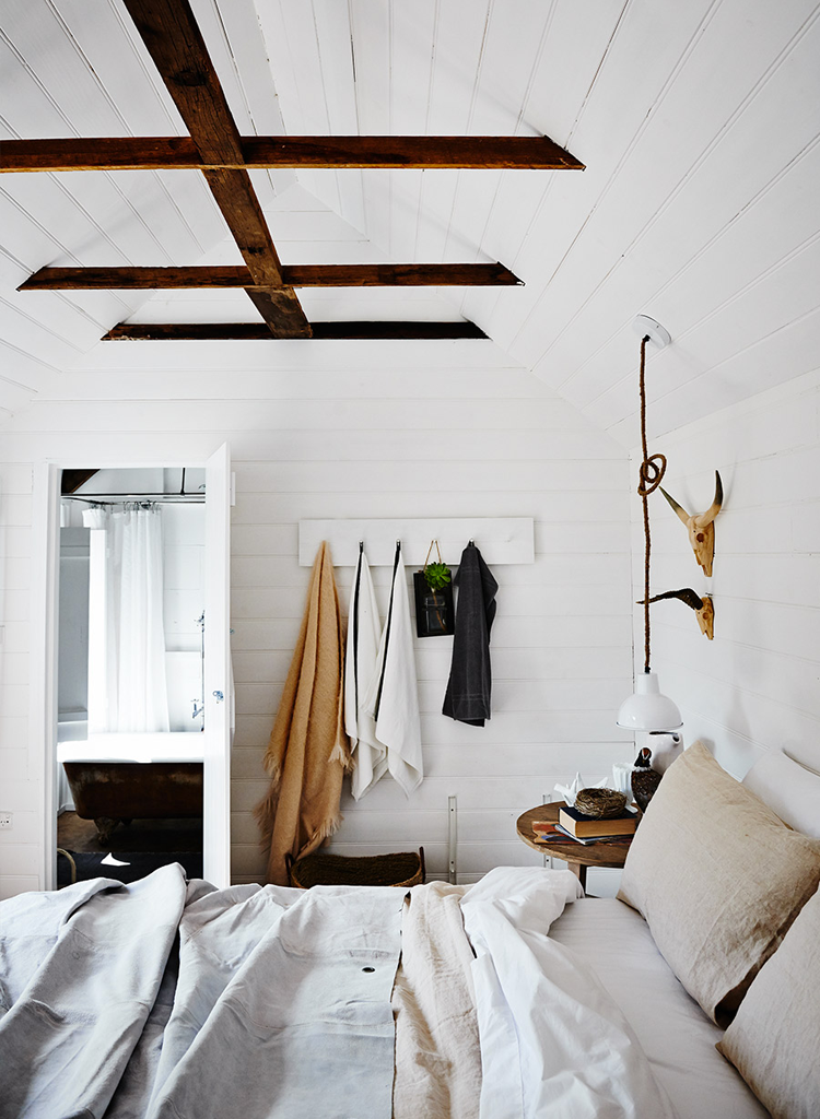 79ideas_cozy_light_bedroom