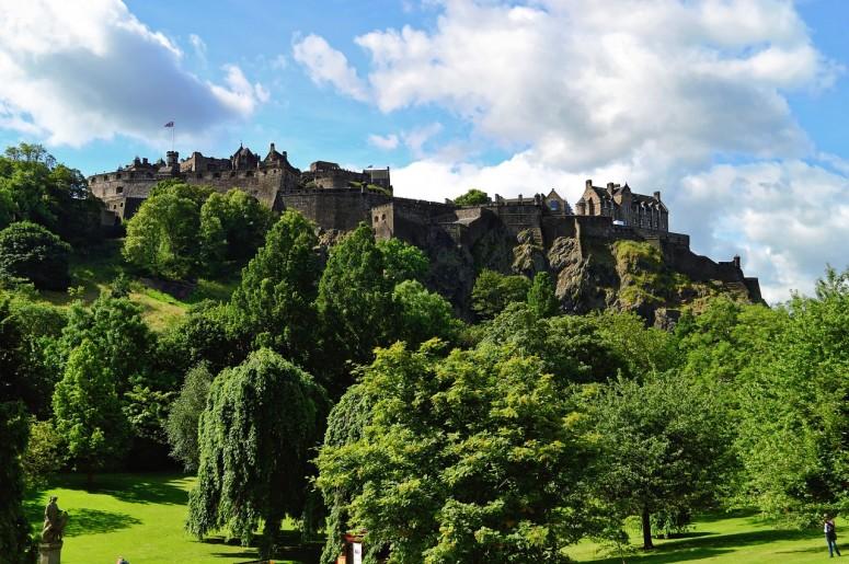 edinburgh-castle-959082_1280-775x515
