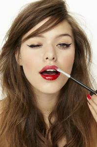 Makeup-Lip-Gloss-10